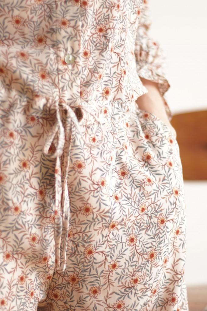 Combinaison pantalon cintrée à la taille avec des poches