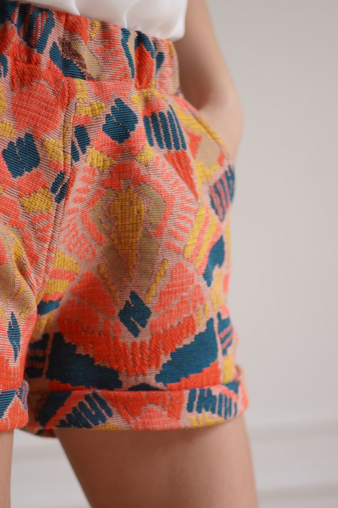 Short à motifs colorés