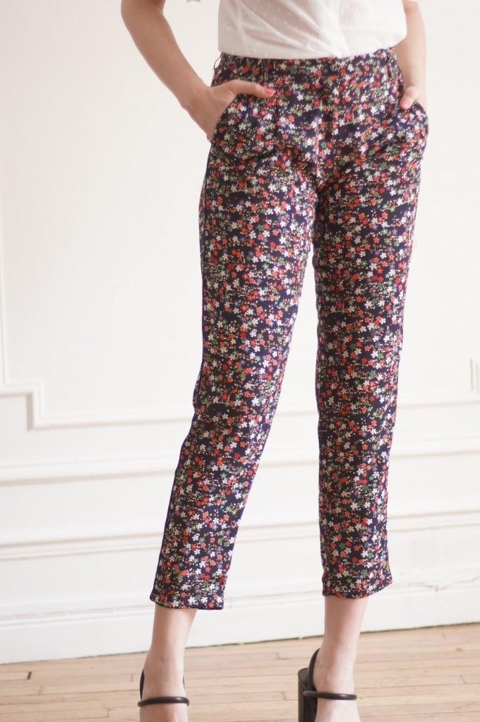 Pantalon à motifs fleuris